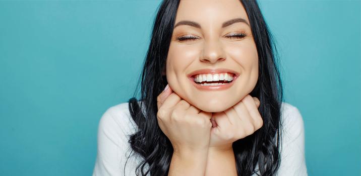 Restauração em resina, uma solução acessível para seu sorriso!