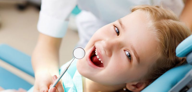 Qual a idade certa de levar seu filho ao dentista?